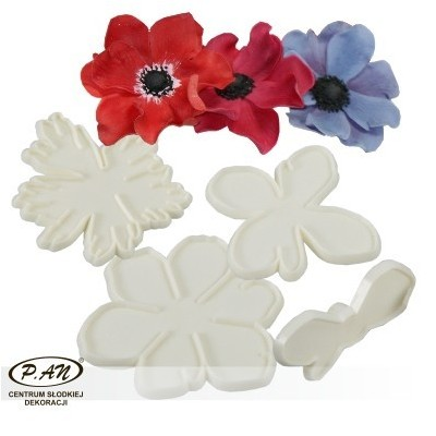 Plastic cutters for flowers